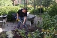 Vapaaehtoistyöntekijät avustivat rakentamisessa